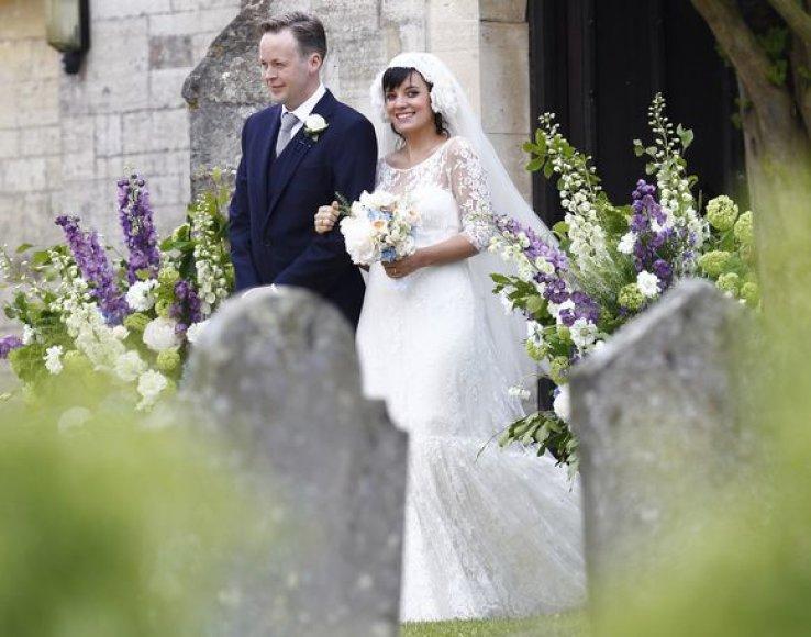 Šeštadienį Anglijos užmiestyje susituokė britų popmuzikos dainininkė Lily Allen ir jos mylimasis Samas Cooperis.