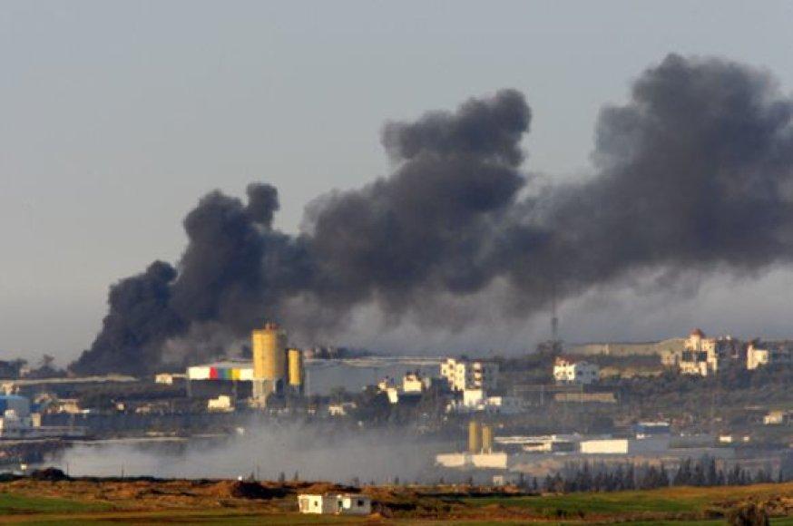 Sprogimai supurtė Gazos Ruožą