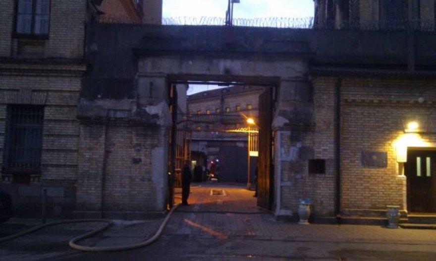 Gaisrą Lukiškių kalėjime gesino didelės pajėgos