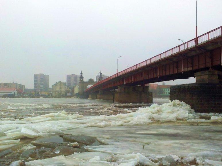 Ledo lytys ties Panemunės tiltu