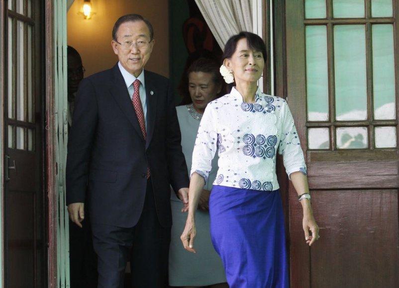 JT vadovas Ban Ki-moonas Mianmare susitiko su Aung San Suu Kyi