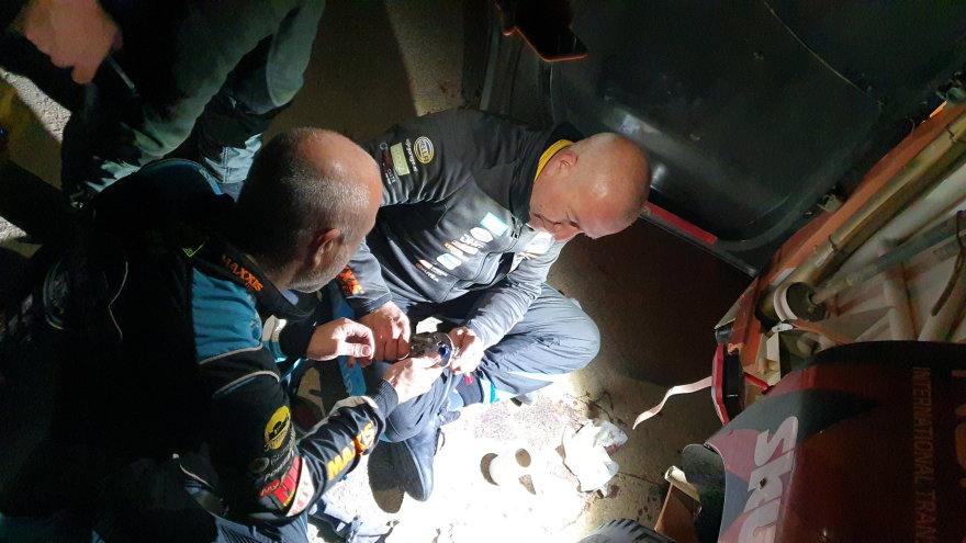 Žilvino Pekarsko / 15min nuotr./Broliai Timas ir Tomas Coroneliai padėjo suremontuoti Antano Juknevičiaus automobilį