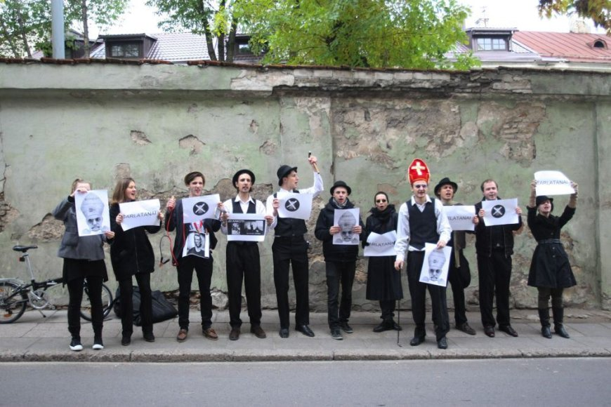 """""""No theatre""""  ir Vido Bareikio protestas prieš vieną iš svarbiausių teatro festivalio """"Sirenos"""" svečių"""