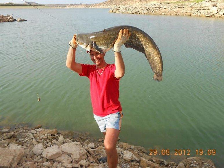 Odetos vyro sumeškeriotas šamas (Ebro upė, Ispanija)