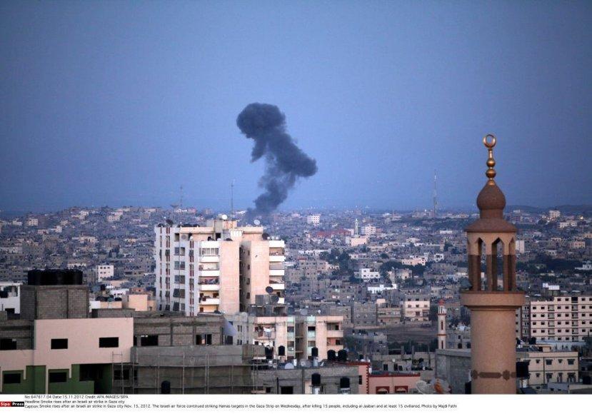 Dūmai virš Gazos.