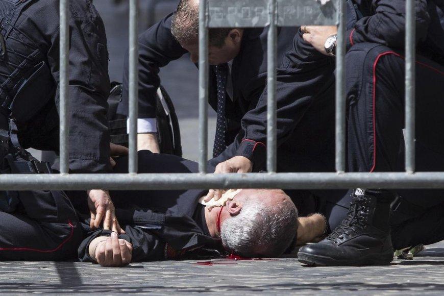Sužeistas karabinierius po susišaudymo prisaikdinant naujus Italijos ministrus