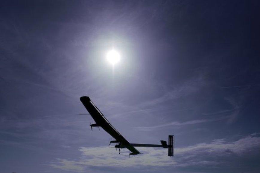 Saulės energija varomas lėktuvas