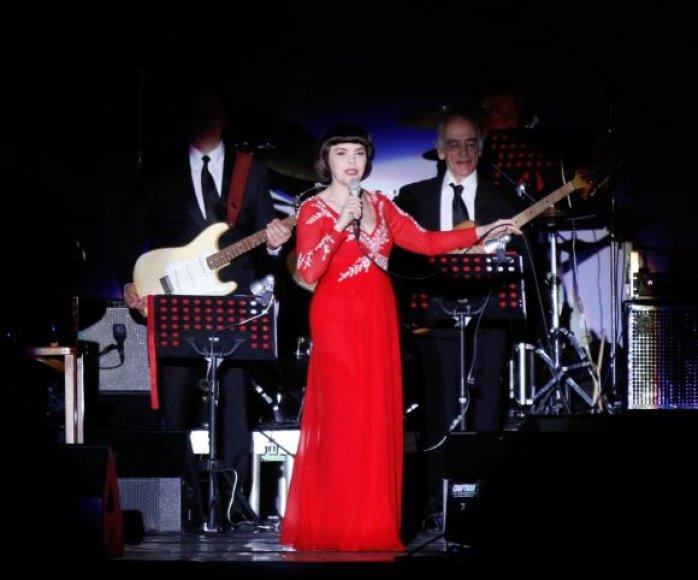 Mireille Mathieu koncerte – dalelė Paryžiaus
