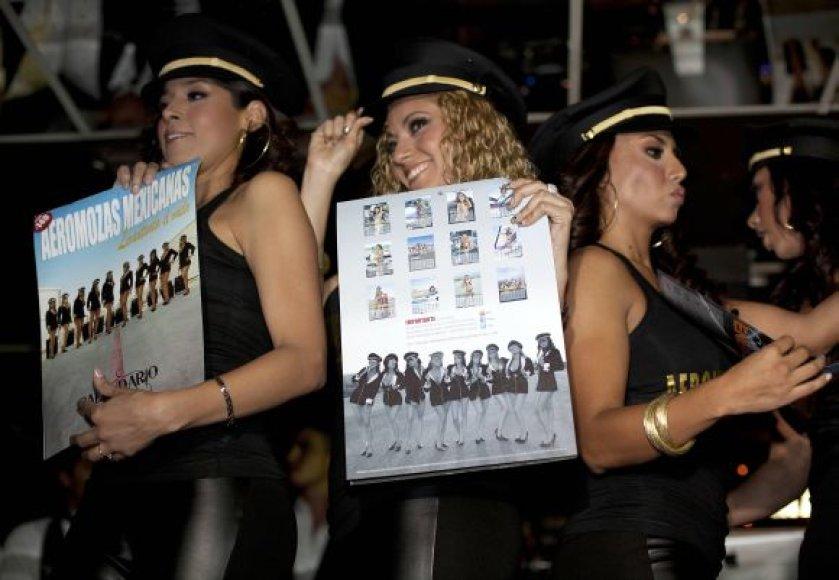 Bankrutavusios Meksikos oro bendrovės stiuardesės pristatė kalendorių