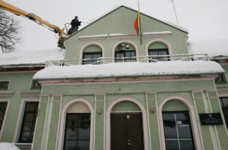 Nuo sniego svorio Šilutėje kenčia pastatai