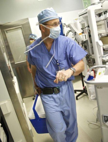 Unikali žmogaus veido persodinimo operacija, gydytojas Bohdanas Pomaha