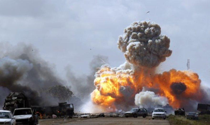 Po Vakarų pajėgų aviacijos atakų užvirė pragaras