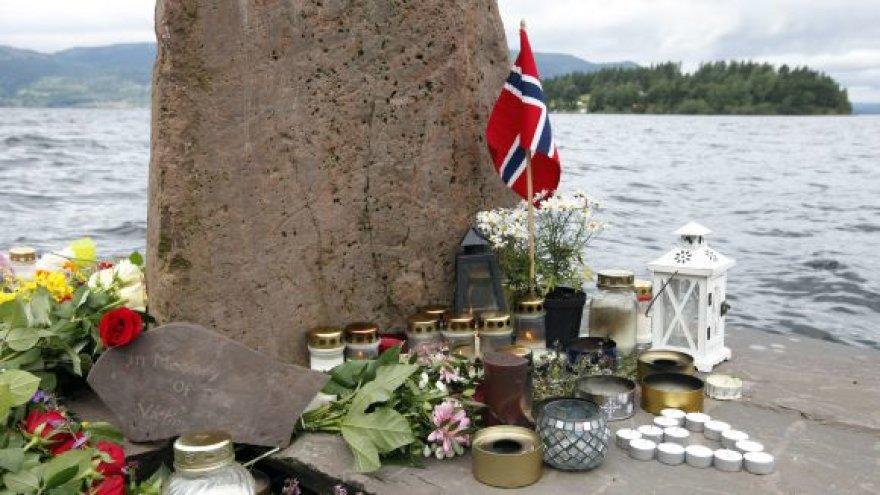 Utojos saloje (Norvegija) dega žvakutės