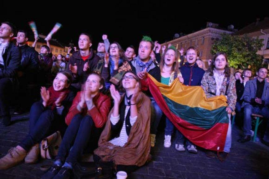 Lietuvos krepšinio sirgaliai Vilniaus Rotušės aikštėje