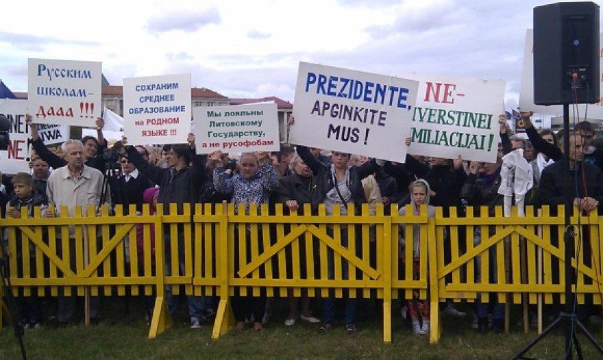 Lenkų protesto mitingas prie Lietuvos respublikos Seimo