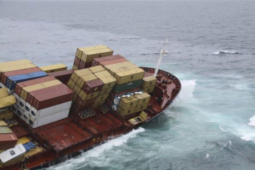 """Laivas """"Rena"""", užplaukęs ant seklumos"""