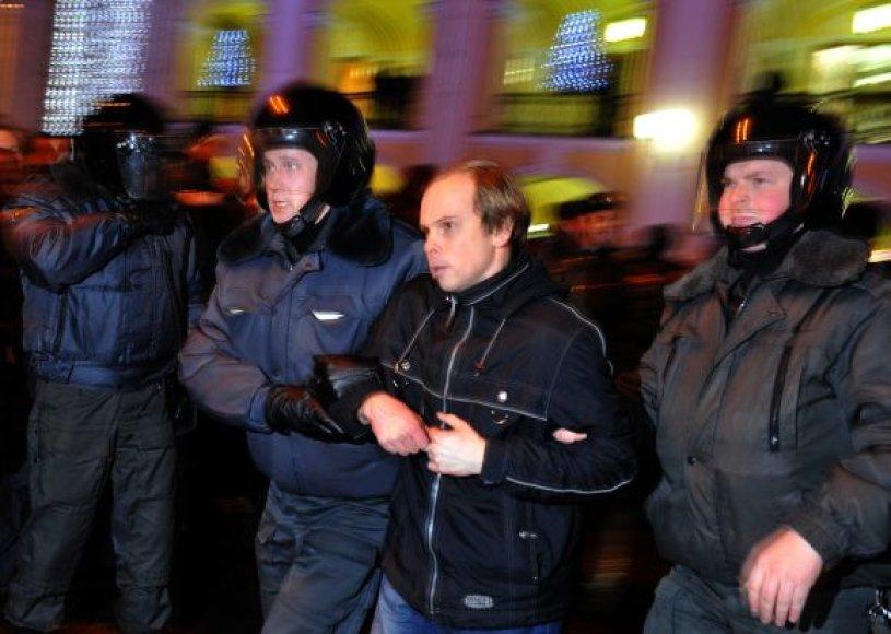 Sankt Peterburge suimta šimtai protestuotojų