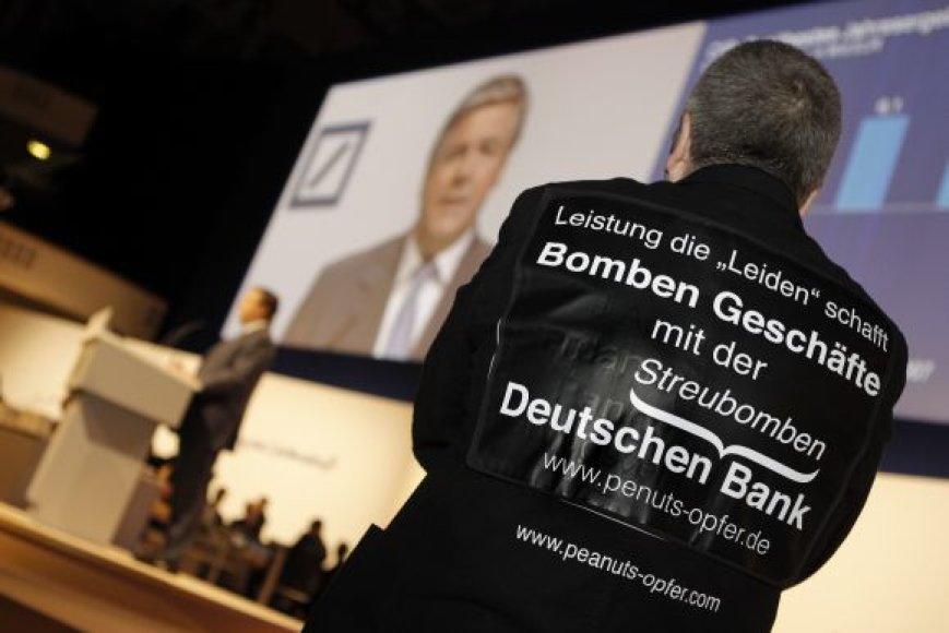 """""""Deutsche Bank"""" vadovui Josefui Ackermannui atsiųsta bomba"""