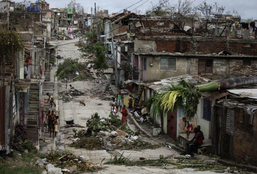 Sandy nuniokojo Kubą.