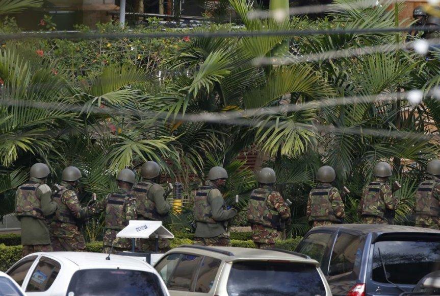 """Kenijos kariai prie prekybos centro """"Westgate"""""""