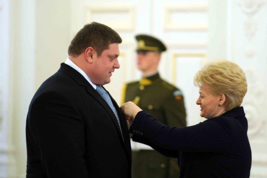 Prezidentė už nuopelnus įteikė apdovanojimus Lietuvos ir užsienio piliečiams.