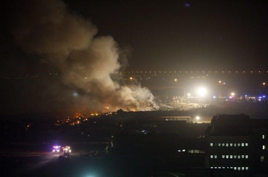 Lėktuvo avarijos vietoje kilo gaisras.