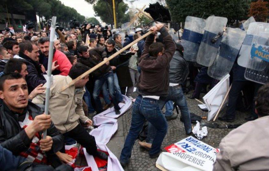 Protesto akcija Tiranoje virto kruvinomis kautynėmis.