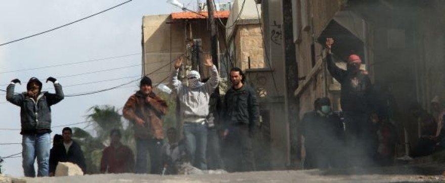 Protestuotojai Daros gatvėje