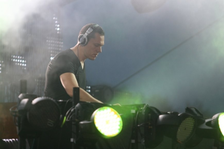DJ Tiesto pasirodymo metu Palangos paplūdimy šoko 15 tūkst. žmonių.