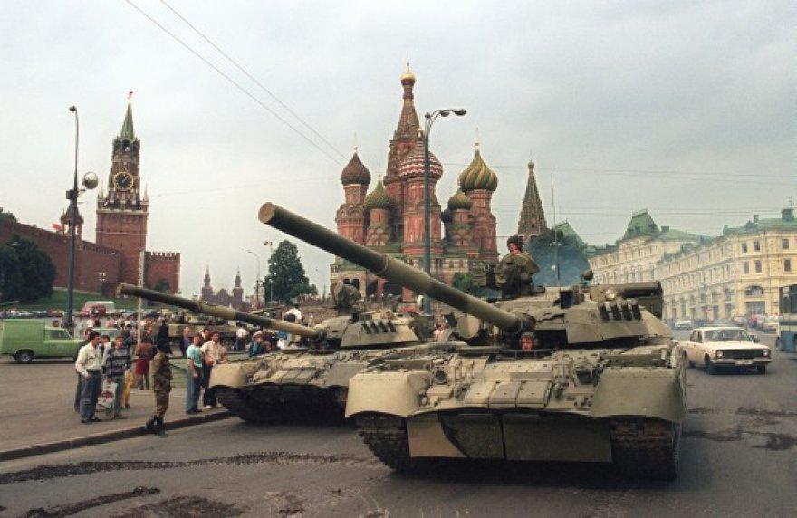 1991 metų rugpjūčio 19-ąją Maskvos centre pasirodė tankai.