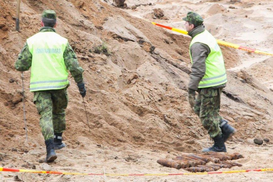 Išminuotojai Vilniaus pakraštyje kasa sprogmenis