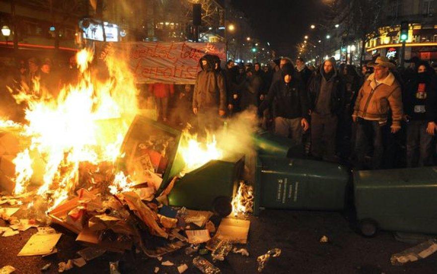 Demonstracijos Paryžiuje virto masiniais neramumais.
