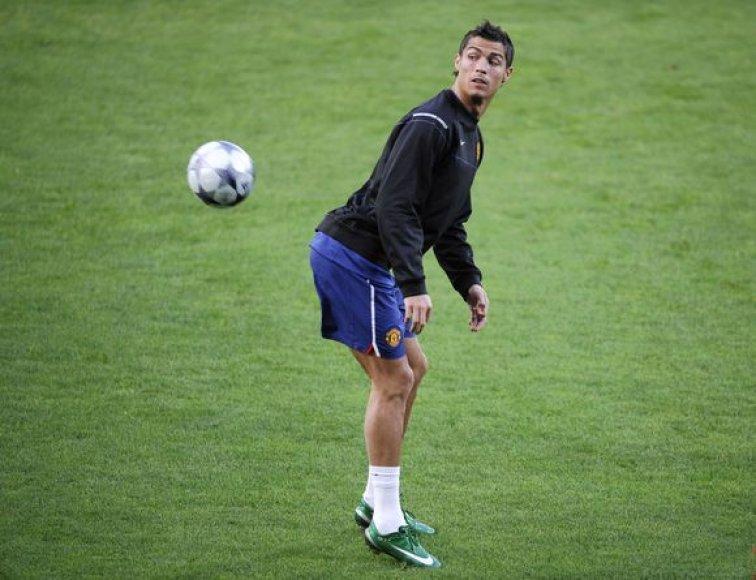 Cristiano Ronaldo pripažintas geriausiu pasaulio futbolininku.