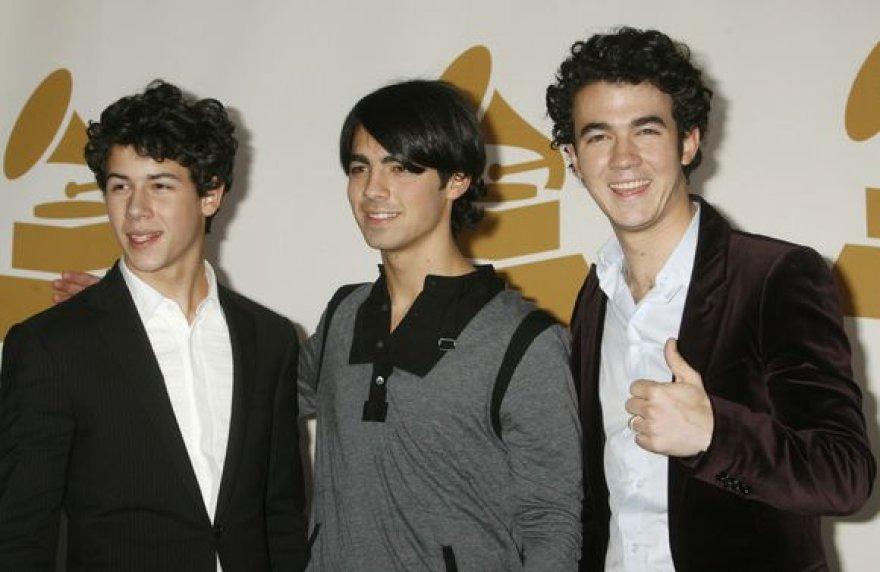 """Popgrupė """"Jonas Brothers"""" pozuoja fotografams"""