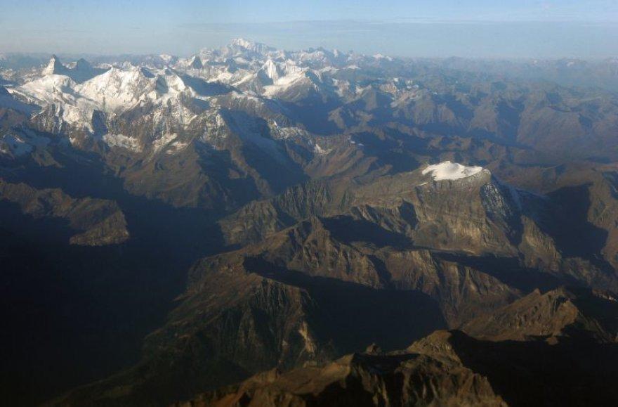 Alpėse lavina užklupo grupę alpinistų.