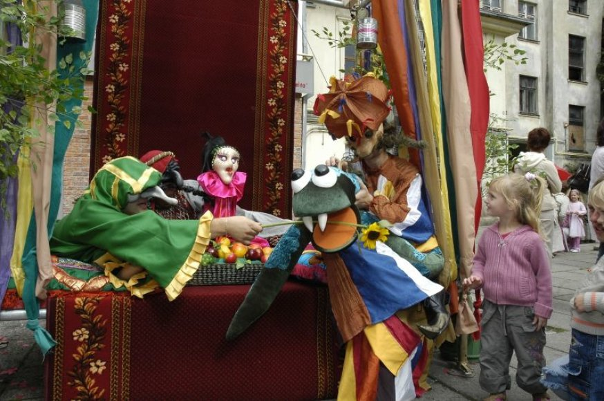 Kauno valstybinis lėlių teatras kviečia susipažinti su lėlėmis.