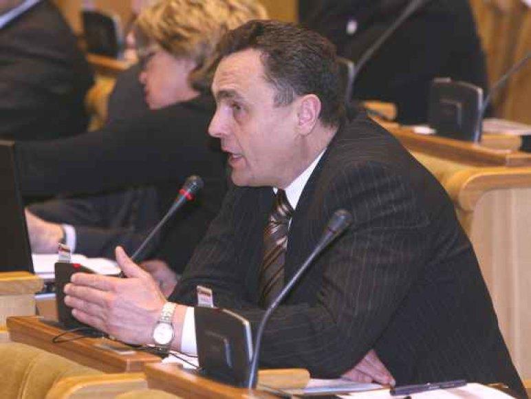 P.Gražulis Seime šnipinės kolegas su TV kamera už dyką.