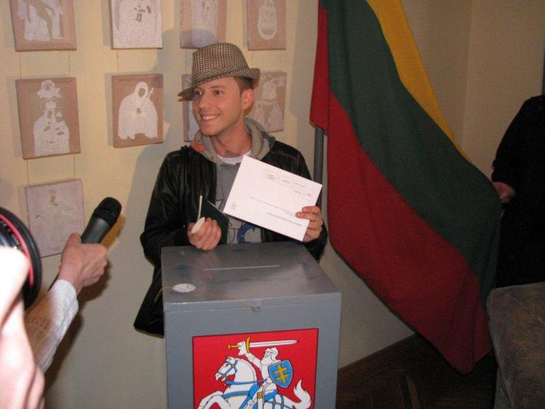 Sasha Son(g) pilietinę pareigą atliko Maskvoje.