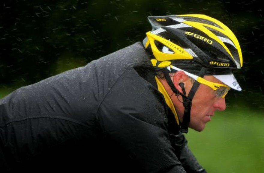 L.Armstrongas rimtų traumų nepatyrė – tik pora įbrėžimų