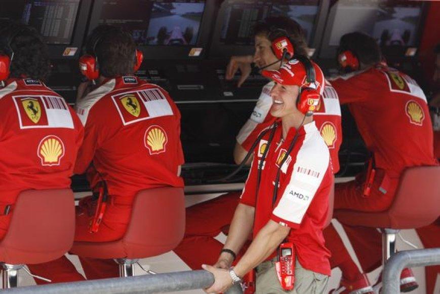 M.Schumacheris gali netekti patarėjo vietos komandoje.