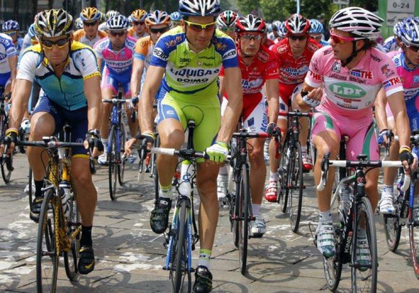 Devintame etape dviratininkai nelenktyniavo. Iš kairės – L.Armstrongas, I.Basso ir D.Di Luca