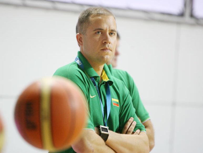 Treneris D.Dikčius tiki, kad visos antro etapo komandos lietuviams įkandamos.