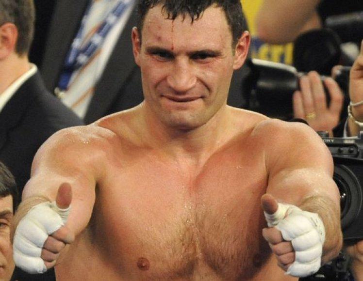 """V.Kličko trečią kartą per savo karjerą boksuosis """"Stamples Center"""" arenoje"""