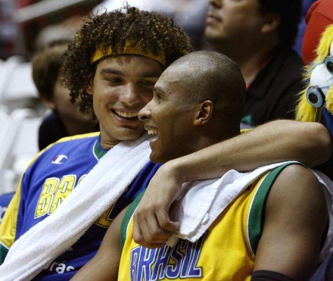 A.Varejao ir L.Barbosa sutiko žaisti pasaulio čempionate. prie jų prisidėjo ir Nene.