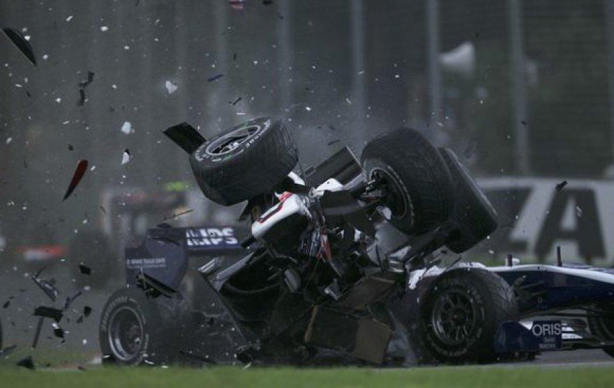 Per avariją abu lenktynininkai liko sveiki