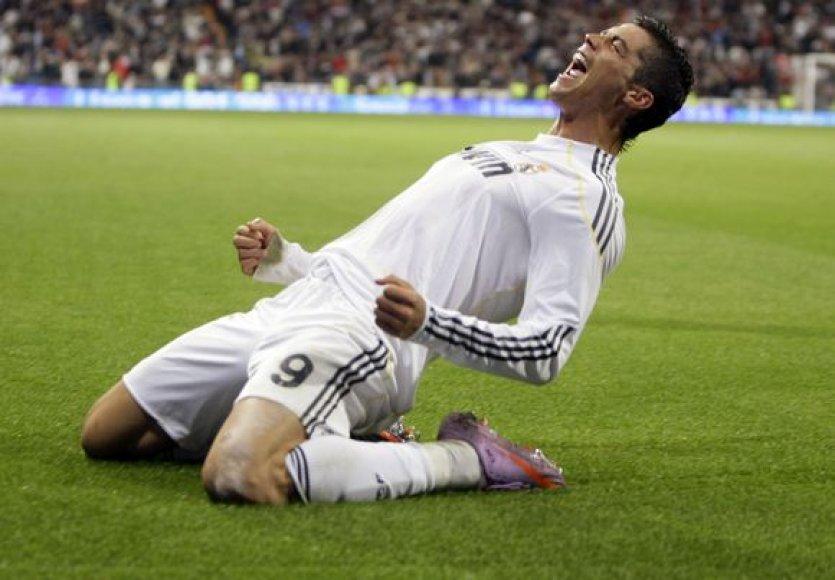C.Ronaldo švenčia įvartį