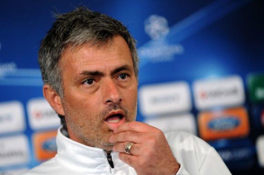 J.Mourinho šansus patekti į finalą vertina 50 prie 50