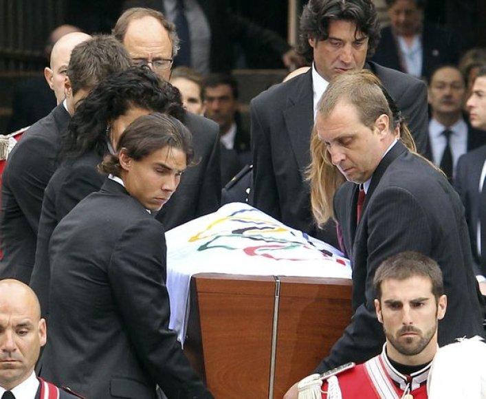 Tenisininkas R.Nadalis nešė J.A.Samarancho karstą