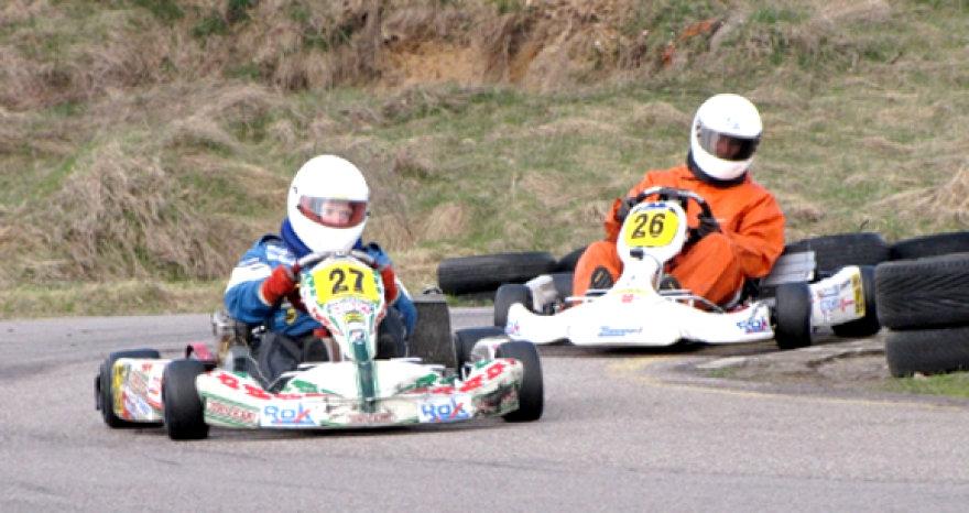 64 lenktynininkai varžėsi šešiose skirtingose kartingo klasėse.