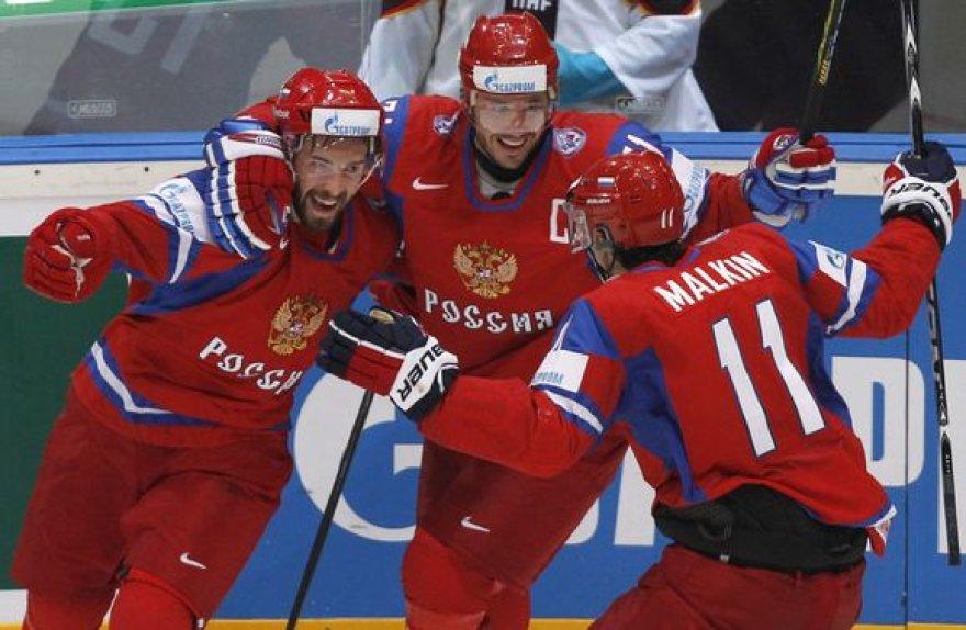 Rusai pusfinalyje tik rungtynių pabaigoje išplėšė pergalę